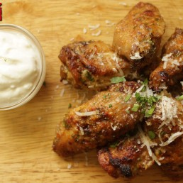 Keto Chicken Wings with Garlic and Cheese